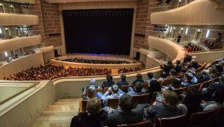 Приморский театр оперы и балета. Фото РИА Новости/Геннадий Шишкин