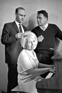 Николай Добронравов, Александра Пахмутова и Сергей Гребенников, 1969 год