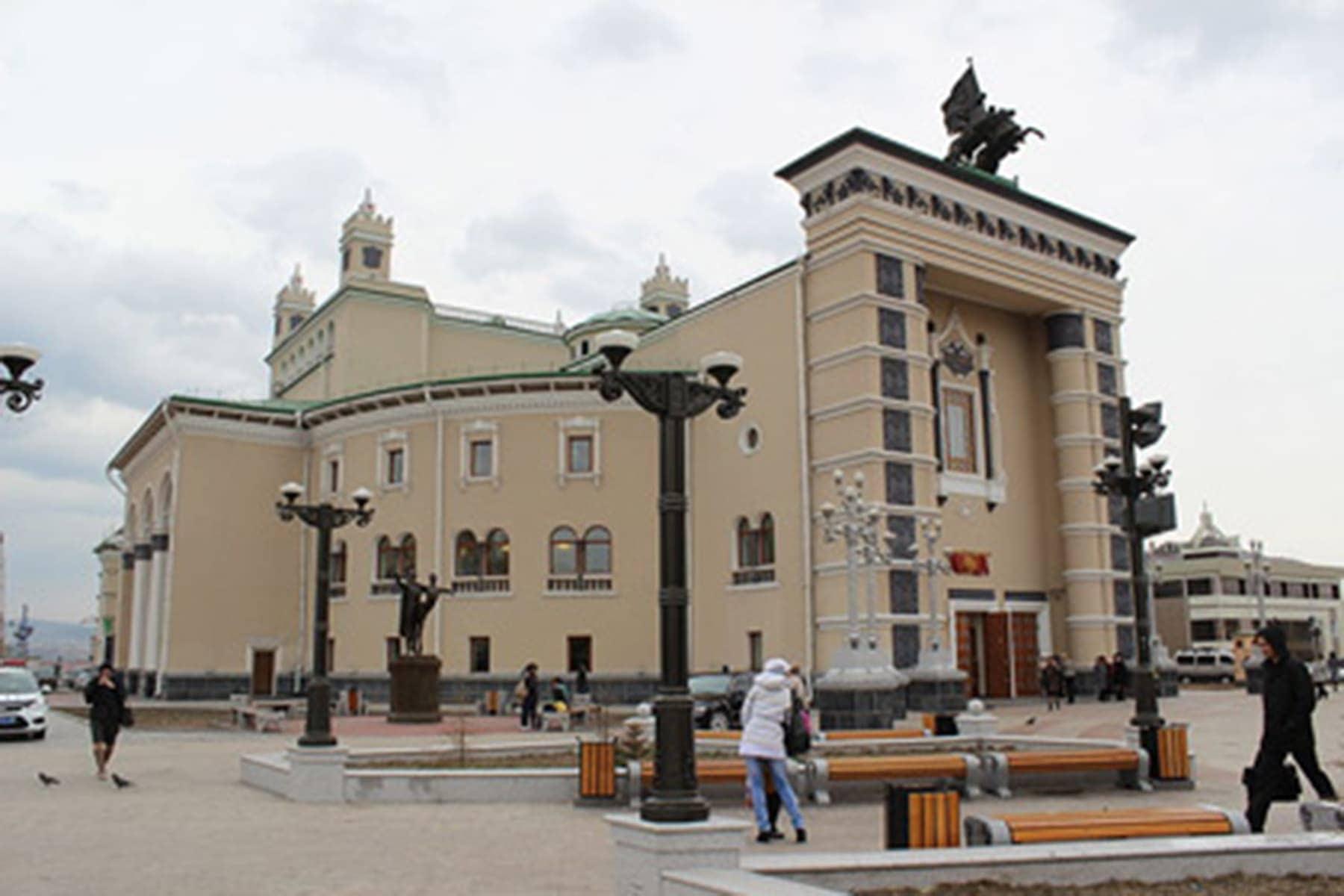 Бурятский театр оперы и балета. Фото - Аркадий Зарубин