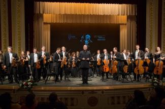 Валерий Гергиев и оркестр Мариинского театра. Фото - Александр Шапунов