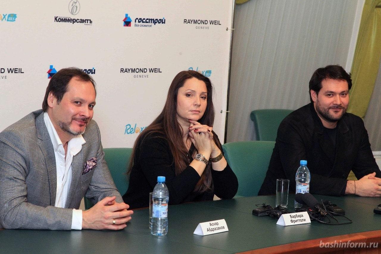 Барбара Фриттоли и братья Абдразаковы во время пресс-конференции. Фото: Олег Яровиков