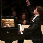 Всемирно известный пианист Денис Мацуев выступил в Хабаровске