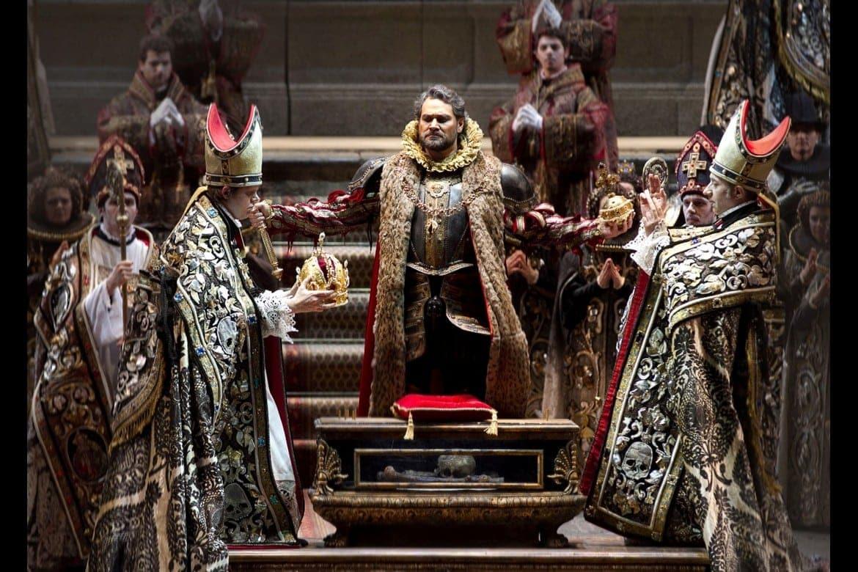 """Ильдар Абдразаков – Филипп Второй. Сцена из оперы """"Дон Карлос"""" в Театре Regio (Турин, Италия)"""