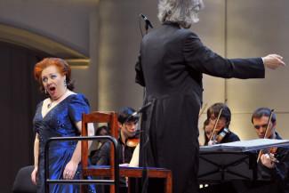 Инга Кална во время исполнения оперы «Альцина» в Концертном зале имени П.И.Чайковского. Фото - Сергей Киселев