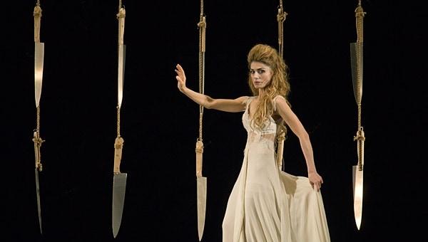 София Хилл в роли Персефоны — наполовину человек, наполовину античная статуя. Фото - Алексей Гущин