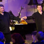 Илья Кузьмин (справа) забывал грусть-тоску только на поклонах. Фото - Д. Кочетков