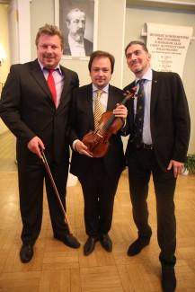 Оркестру Юрия Темирканова подарили скрипку