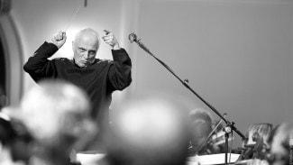 Анатолий Левин и концертный симфонический оркестр Московской консерватории. Фото - Владимир Волков