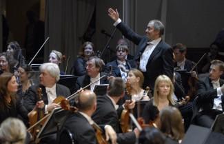 Дирижер Валерий Гергиев (справа ) и Лондонский симфонический оркестр. Фото: ИТАР-ТАСС/Антон Тушин