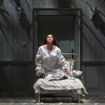 Анна Иоланта (Анна Нетребко) не напрасно и ждет, и боится грядущего счастья. Фото с сайта coolconnections.ru