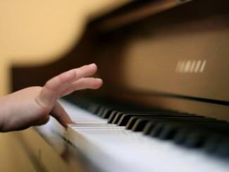 В Кузбассе состязаются юные пианисты