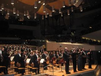 После исполнения оратории Кароля Шимановского Stabat Mater для солистов, хора и оркестра, соч. 53
