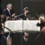 Дирижер Юрий Темирканов (слева) и скрипач Андрей Баранов. Фото: Евгений Биятов/ РИА Новости