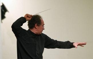 Художественный руководитель Уральского филармонического оркестра назвал недопустимыми действия властей в отношении экс-директора омской драмы.