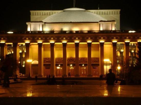 Кехман и губернатор Новосибирска обсудят будущее театра оперы и балета
