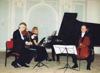 Олег Крыса, Ирина Шнитке, Александр Ивашкин, 2000 год. Фото из архива Ирины Шнитке