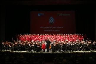 Валерий Гергиев и оркестр Мариинского театра в Барнауле. Фото - Александр Шапунов (Московский Пасхальный фестиваль)