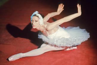 Майя Плисецкая в роли Одетты в балете Петра Чайковского «Лебединое озеро». Москва, 2 марта 1976 года. Фото: Александр Коньков / ТАСС