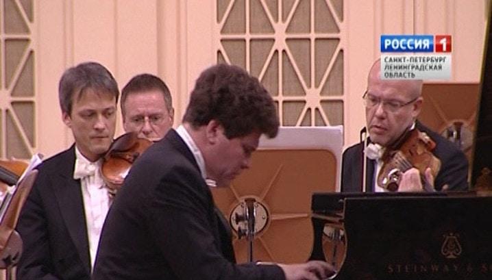 Денис Мацуев выступил в Большом зале Филармонии с оркестром «Вена-Берлин»
