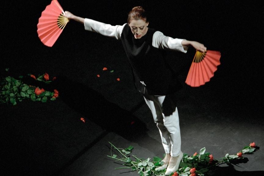 Майя Плисецкая исполняет композицию «Аве Майя». Фото - Владимир Вяткин