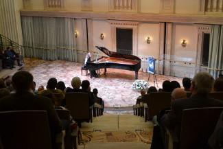 Лауреат конкурса памяти Лотар-Шевченко Полина Куликова на сцене Бетховенского зала Большого театра
