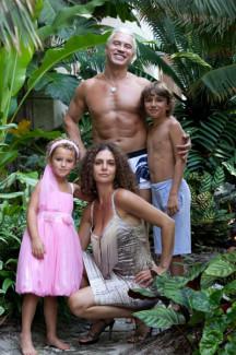 Сейчас рядом с Дмитрием жена Флоранс и дети. На фото младшие: Максим и Нина. Фото - архивы пресс-служб