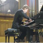 Играет Андрей Гугнин. Фото с официального сайта конкурса