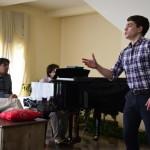 Участник Молодежной оперной программы Большого театра баритон Илья Кутюхин (справа). Фото - Антон Гердо
