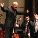 Владимир Спиваков подарил школьнице из Перми виолончель