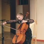 Юная Маша Слащева получила в подарок от Владимира Спивакова виолончель