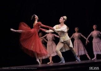 """Показом балета """"Ромео и Джульетта"""" начались гастроли Якутского театра оперы и балета в Хабаровске. Фото:  Александр Назаров"""