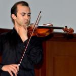 Скрипачей на конкурсе Чайковского прилетел послушать голубь