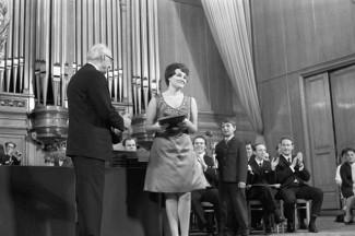 Тамара Синявская получает первую премию на IV Международном конкурсе имени П. И. Чайковского, 1970 год