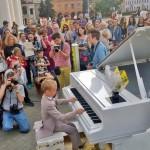 В воскресенье у Минской ратуши состоялся музыкальный флешмоб