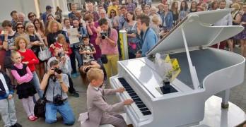 У Минской ратуши состоялся музыкальный флешмоб