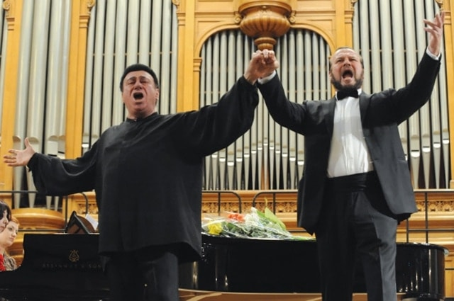 Тенор Зураб Соткилава и его ученик баритон Владимир Редькин. Фото ─ Сергей Пятаков