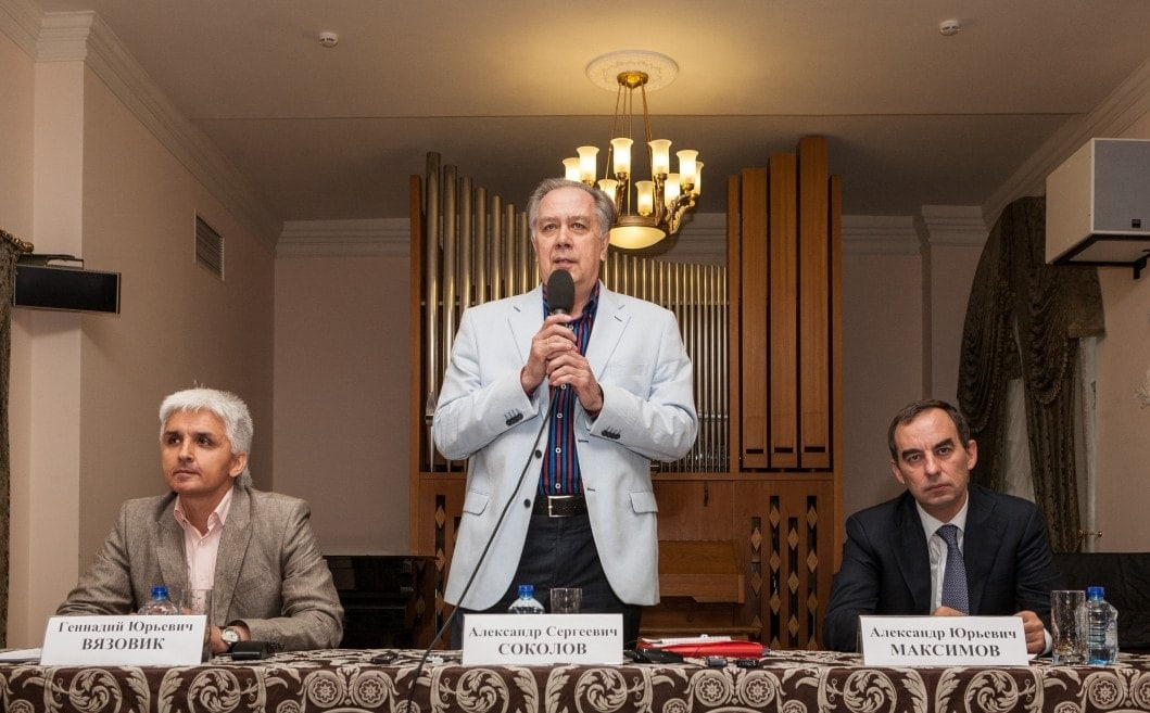 А. C. Соколов. Г. Ю. Вязовик и А. Ю. Максимов собрали пресс-конференцию 21 июля в зале им. Мясковского Московской консерватории