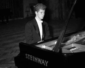 Ван Клиберн за роялем Steinway & Sons