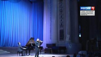 Сонаты для скрипки и фортепиано звучали в Смольном соборе