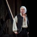 """Оркестр """"Метрополитен-опера"""" чествовал возвращение Хворостовского на сцену белыми розами"""