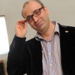 Георгий Исаакян: «Когда я вижу зал, пялящийся в субтитры вместо того, чтобы смотреть спектакль, то понимаю, что это уничтожение театра»