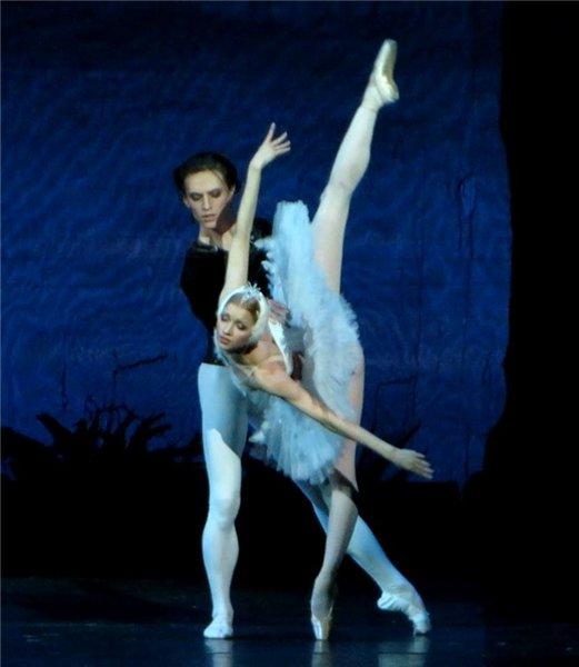 Наталья Сомова и Сергей Полунин в балете «Лебединое озеро»