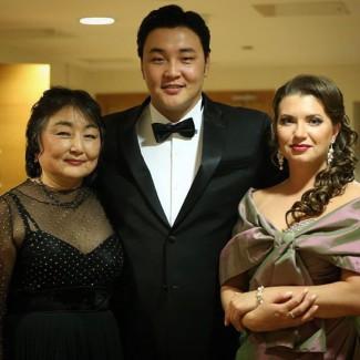 Педагог и концертмейстер певца Дарима Линховоин, Ариунбаатар Ганбаатар и Юлия Маточкина. Фото - Наташа Разина