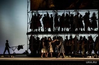 «Кармен» в Екатеринбургском театре оперы и балета. Фото - Владимир Жабриков