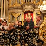 Жюри и конкурсанты у органа Кафедрального собора. Фото - Сергей Бирюков