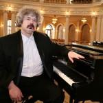 В Центре классической музыки выступит известный пианист Михаил Лидский