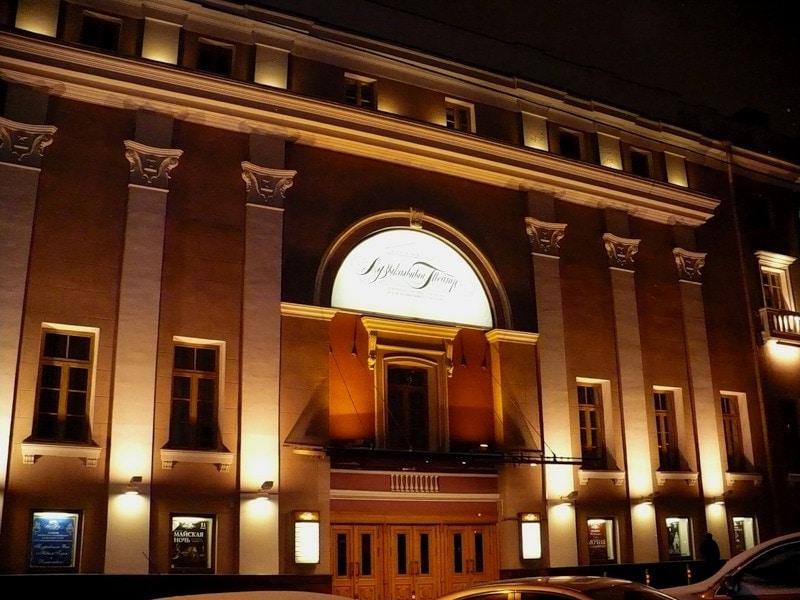 Билеты в театр в москве станиславского купить билет на матч российской премьер лиги