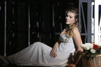 Екатерина Морозова отвечает представлениям XIX века о средневековой французской принцессе. Фото - Дамир Юсупов / Большой театр