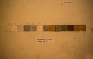 При расчистке видны все слои краски за последние сто с лишним лет. Фото - Илья Трусов