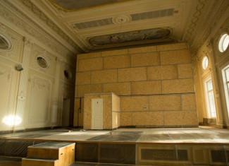 На время работ орган закрыли саркофагом. Фото - Илья Трусов